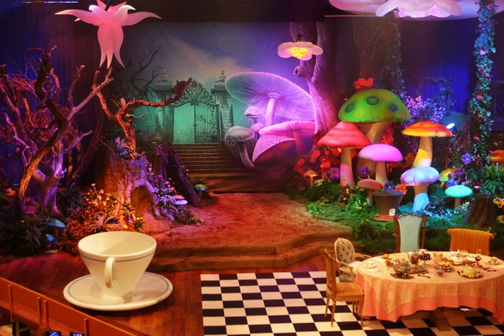 alice in wonderland theater set
