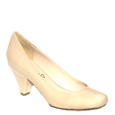 #Decollete col tacco medio basso in vernice beige di #EmanuelaPasseri  http://www.tentazioneshop.it/scarpe-emanuela-passeri/decollete-4406-beige-emanuela-passeri.html