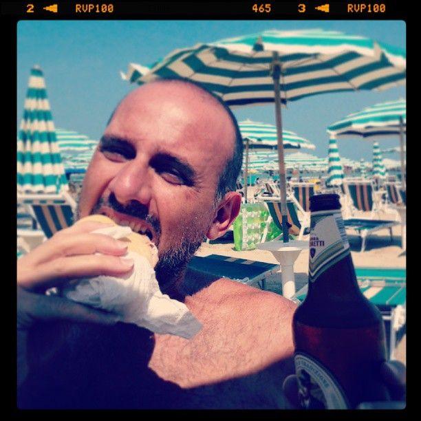 panino con la mortadella in spiaggia - San Benedetto del Tronto (AP)