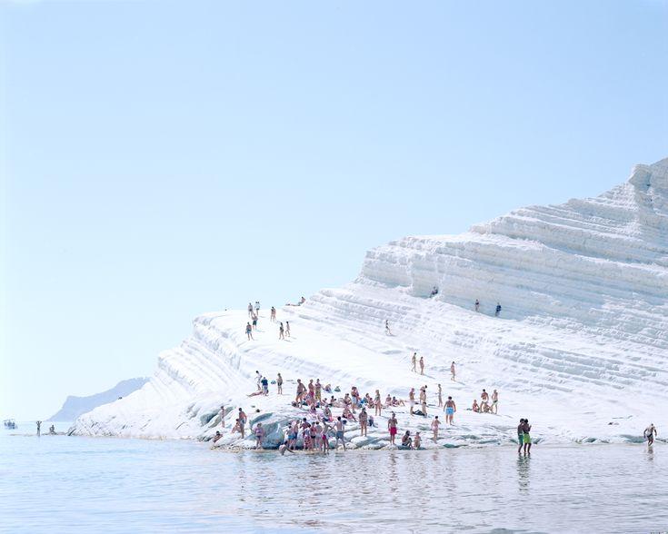 Beach Series - Massimo Vitali | LESS IS ART | lessisart.altervista.org