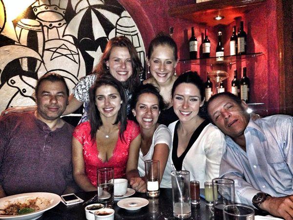Con amigos, pastel y mariachi, Ariadne Díaz celebró su cumpleaños número 28