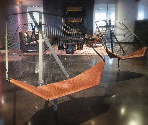 Chaise suspendue par Les Ateliers Guyon