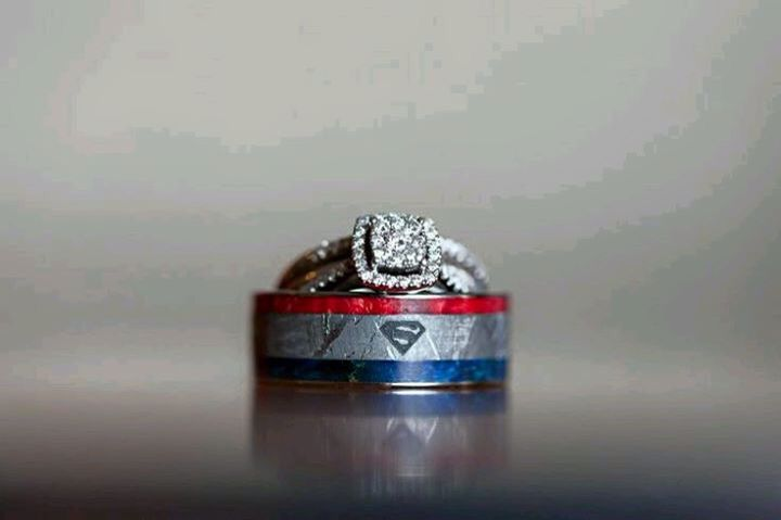 Superman wedding ring set!!!!  Yes please!