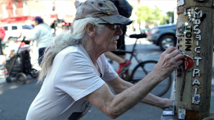 This homeless man has been creating mosaics on lightpoles in NYC for 28 years!