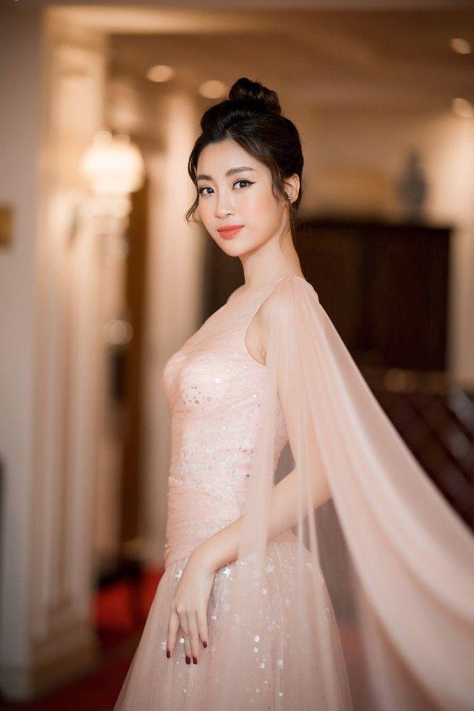Thời gian tới, Hoa hậu Đỗ Mỹ Linh sẽ đảm nhận vai trò hoàn toàn mới tại  VTV24 đài truyền hình Việt Nam.   Asian in 2018   Vietnam, Haus, Asian