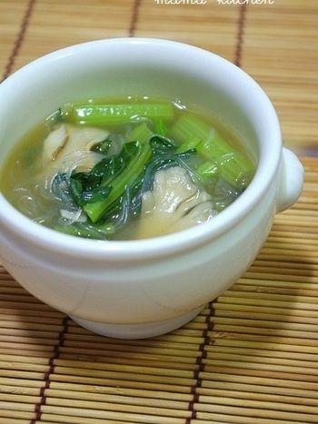 小松菜に多く含まれるクロロフィル(葉緑素)は、有害物質を排出してくれます。春雨入りなので、腹もちが良いのも朝には嬉しい一品ですね。