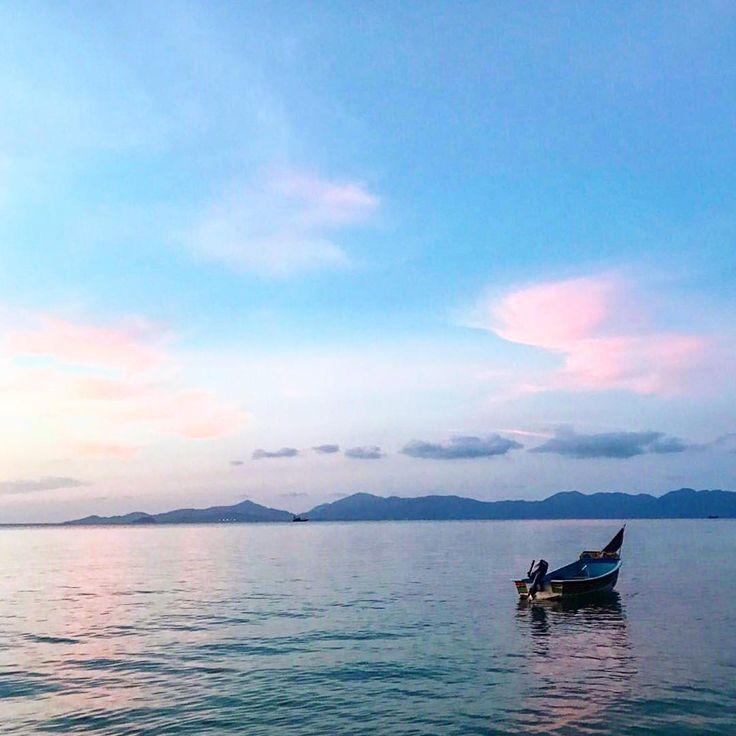 Вид на любимый остров �� Панган . Дзэн ) #здесьисейчас #панган #самуи #проживаясвойдизайн #простобыть #путешествиедлиноювжизнь #закат #любительзакатов #hearandnow #living #thailand #kohsamui #kohphangan #travel http://tipsrazzi.com/ipost/1504992684162248993/?code=BTizt9ZDXEh