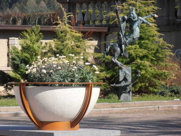 COSMOARREDO planter #Bellitalia concrete street furniture