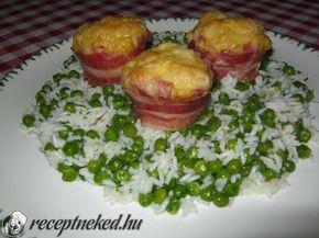 Hozzávalók: 12 db-os muffin formához 2 db csirkemell 3 db tojás 2 evőkanál liszt 15 dkg reszelt sajt só, bors ízlés szerint 2 kávéskanál ételízesítő 3 nagy