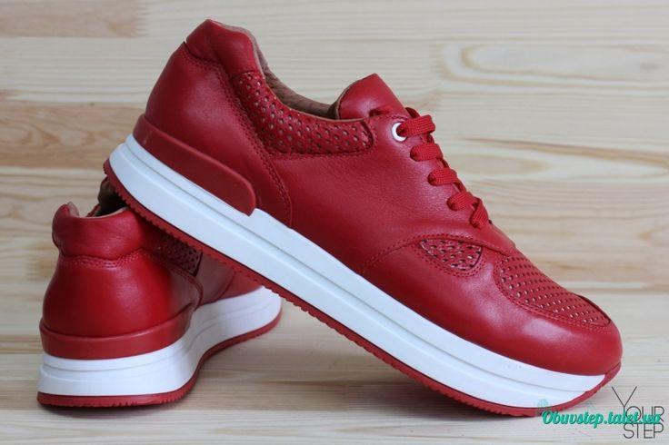 Красные кожаные кроссовки