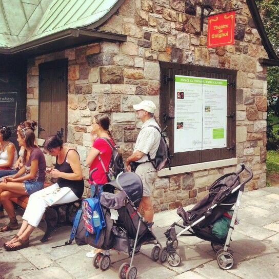Avez-vous été faire un tour au Bistro Culturel de l'Espace Lafontaine ? C'est au milieu du parc Lafontaine sur le Plateau Mont-Royal. Il y a de chouettes activités à faire lorsque vous êtes en #vacances avec des enfants à #Montreal: et c'est gratuit!