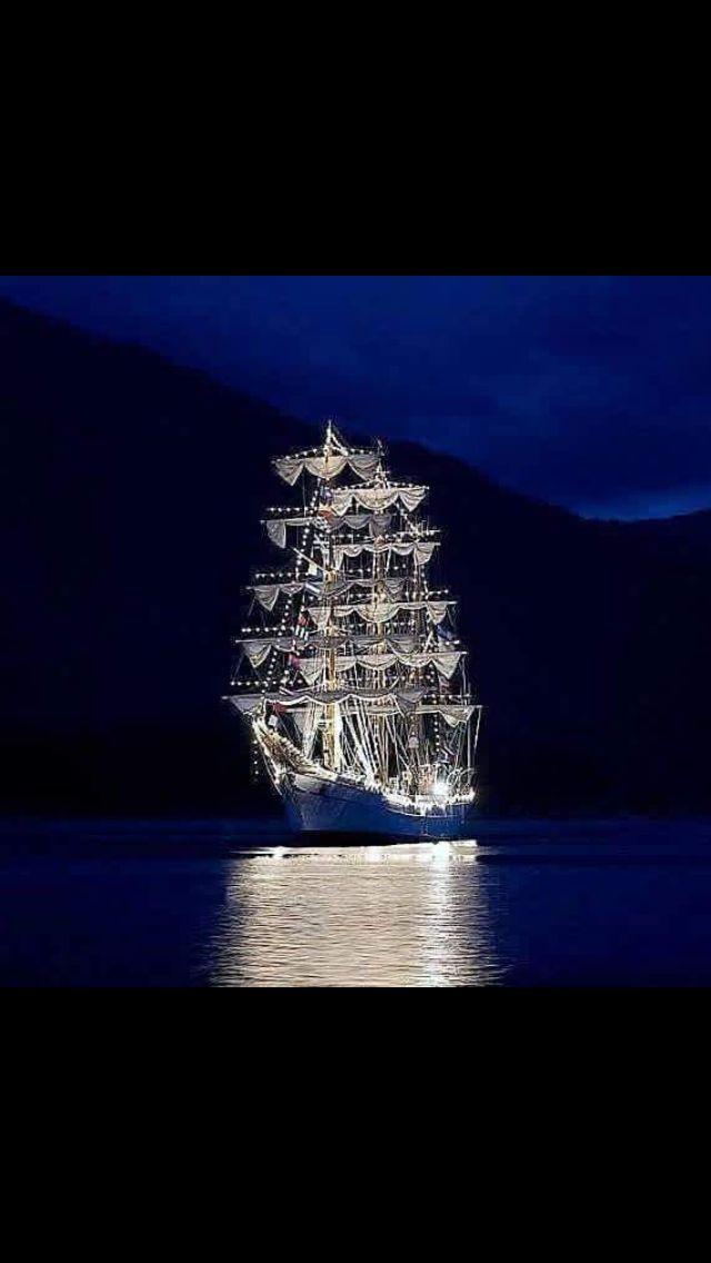 Beautiful Christmas Ship Garabaldi, Oregon at the coast ...