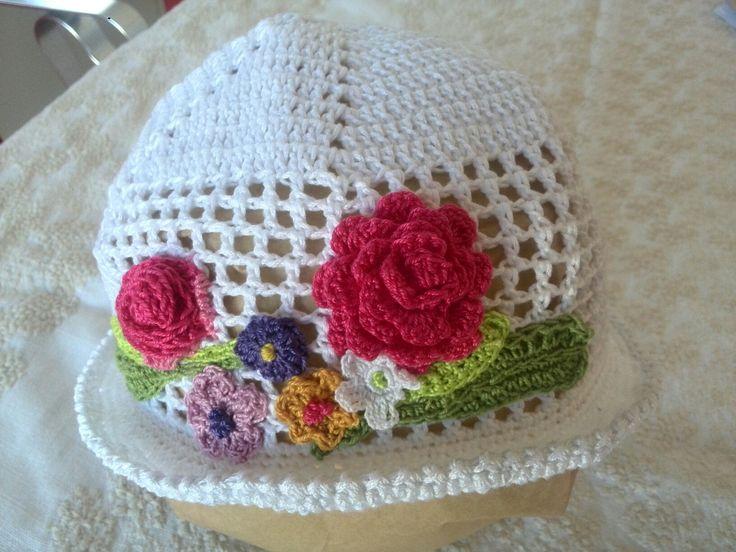 cappellino bimba a uncinetto