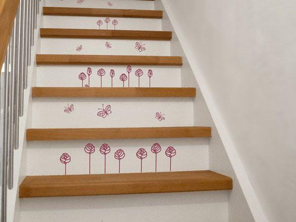Elegant Bl tendeko auf der Treppe Wie handgemalt sehen diese Wandtattoos aus die als