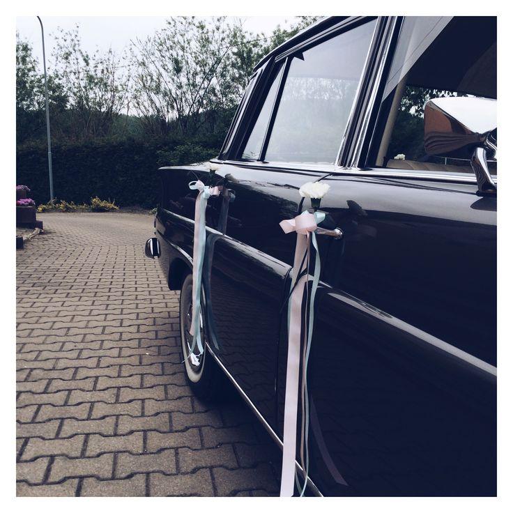 #zielonenabialym #dekoracje #wesele #slub #samochod #samochodu #kwiaty #dekoracjeslubne #slubjeleniagora #wesele #wedding #car #decor