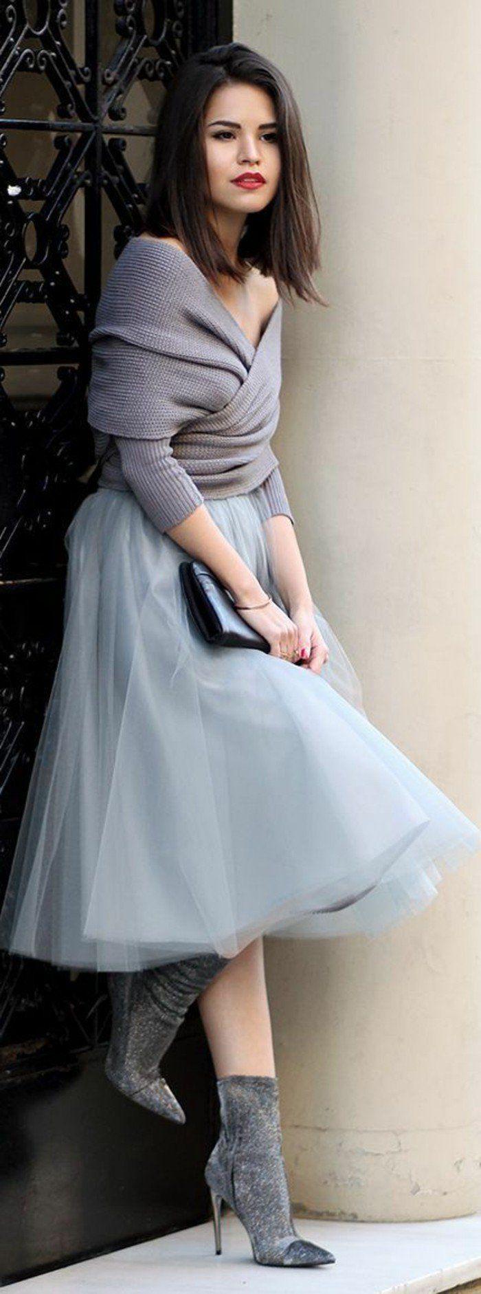 jupe tutu, bottes hautes en grisn blouse grise coquette
