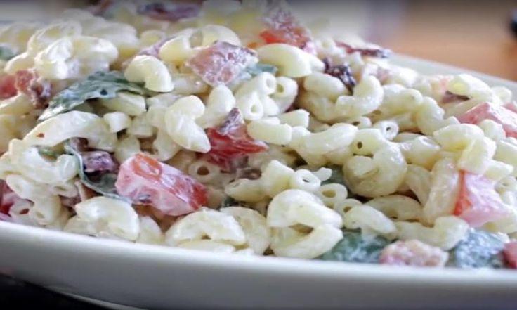 Revisitez vos classiques! Cette salade de macaroni est MEILLEURE que jamais!
