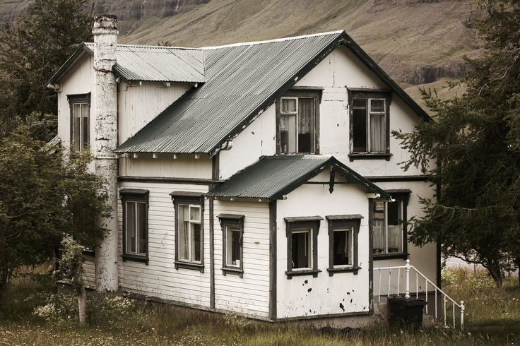 Wejdź i poczytaj gdzie na Islandii znajdują się najlepsze i najbardziej intrygujące opuszczone miejsca.