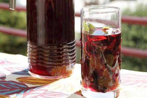 vanilla sugar drinks hibiscus flowers tea drink or agua de jamaica ...