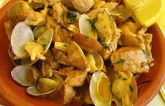How to make Portuguese pork with clams (Carne de porco com ameijoas).