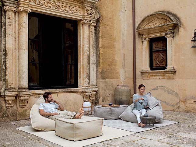 Minimalistische Einrichtung Mit Bodenkissen Sail Spaces Beanbags Von Hub  Furniture