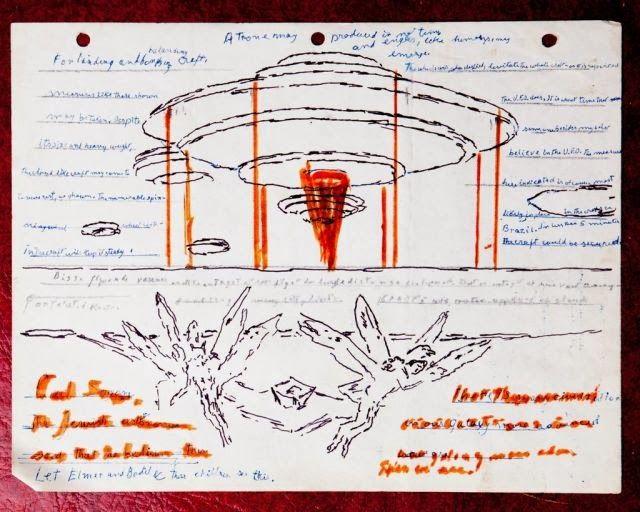 Caixa misteriosa encontrada no lixo contém desenhos de ETs, mapas e documentação de avistamentos de OVNIs