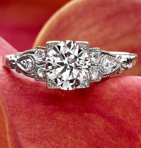 Beautiful Vintage-inspired Diamond Engagement Ring.