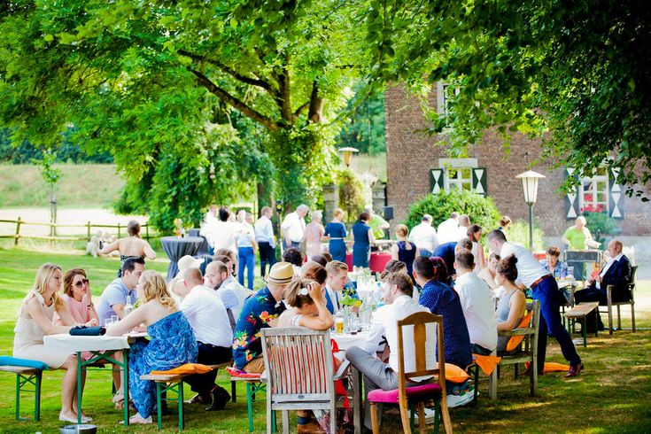 Bruidsfotografie BBQ trouwfoto Brabant. Foto door Marijke Krekels Fotografie