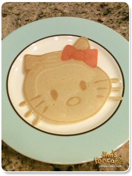 Hello Kitty Pancakes... Avi would go nuts if she wakes up seeing this on her plate... :)
