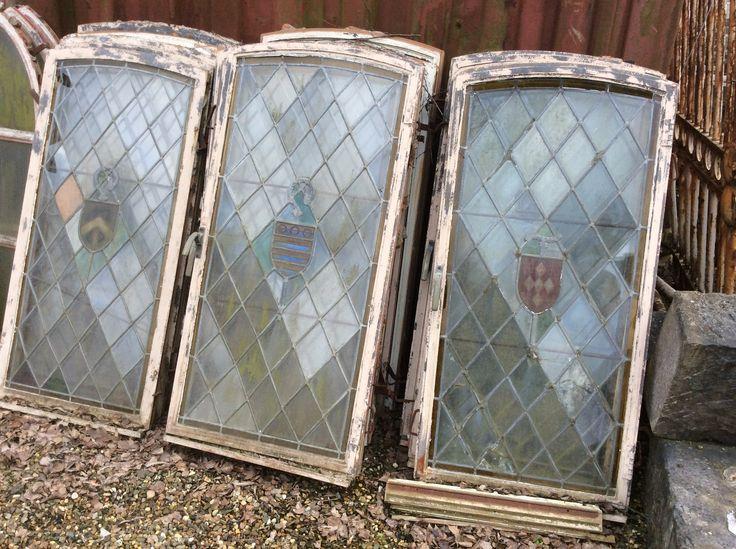 Lot antieke ramen met loodglas.. te Koop bij medussa/ heist op den berg