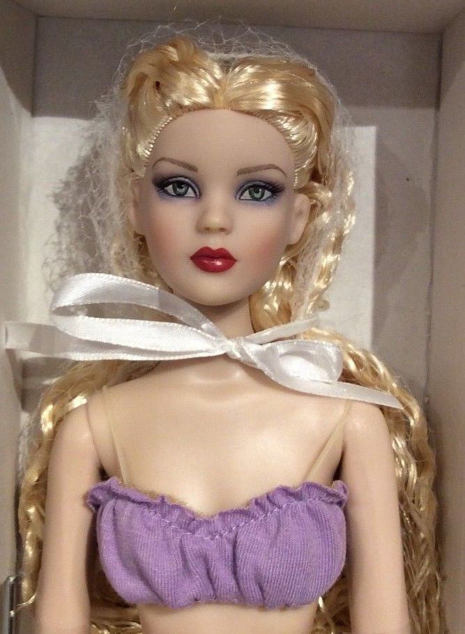 2011 Tonner Cami Basic - Platinum crimped hair NRFB Antoinette body #Tonner
