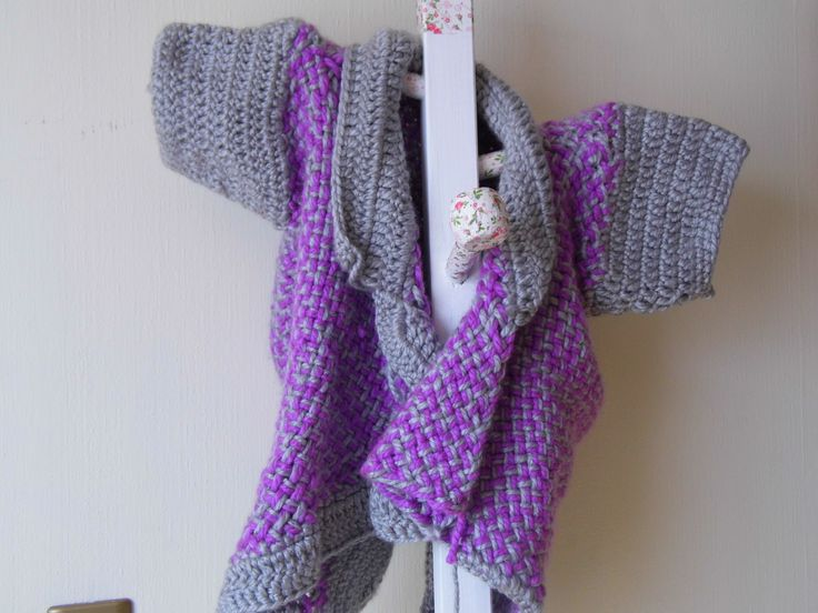chaleco de niña, tejido a telar terminaciones a crochet