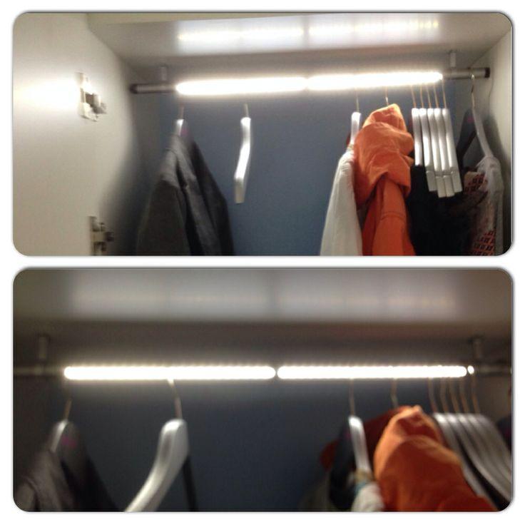 Belysning i klädstången gör garderob ljus och trevlig