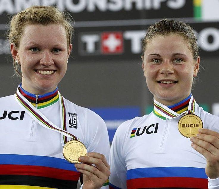 GOUD! WERELDKAMPIOENEN! Jolien D'Hoore en Lotte Kopecky zijn wereldkampioenen geworden op het eerste WK ploegkoers voor vrouwen ooit!!! Proficiat, dames! #joliendhoore @joliendhoore #lottekopecky @lottekopecky #goud #wereldkampioen #koers #fietsen #wielrennen #cycling #cyclingphotos #belgiancycling #baanwielrennen #piste (foto AP)
