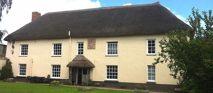 Thatched Holiday Cottage Devon near Exeter   Family Friendly   Dog Friendly   Mid Devon Self Catering Accommodation