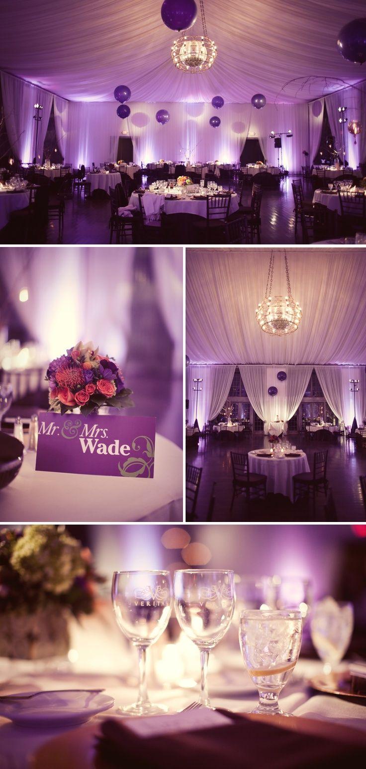 L'arche de cérémonie violette : avec du tulle parme, et des fleurs violettes , cette arche est sublime.   Les chaises décorées de ruban de satin violet : ornées d'un nœud de…