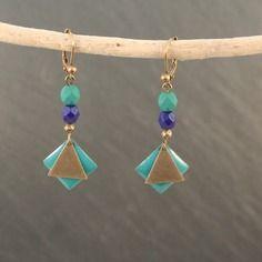 Boucles d'oreilles art déco sequins émaillés vert turquoise et perles bleu marine 16 €