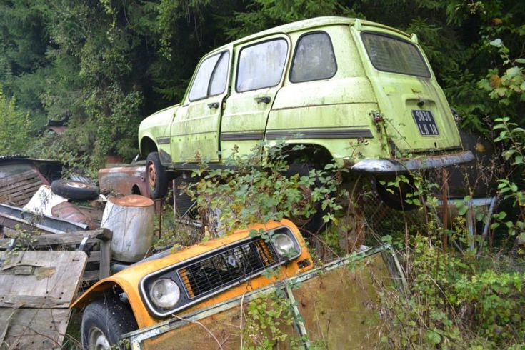 Megagallery: Frans autokerkhof staat vol vergane glorie - Autoblog.nl