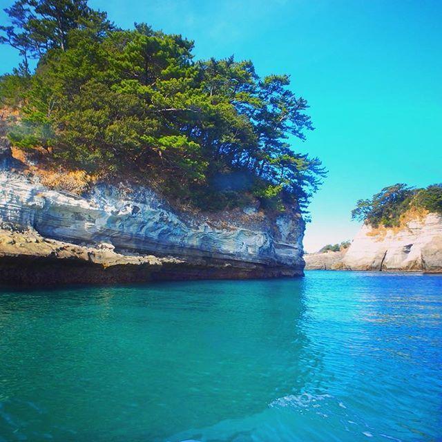 【maam0615】さんのInstagramをピンしています。 《楽しみにしていた洞窟めぐりへ🐬✨ . . #堂ヶ島#洞窟めぐり#遊覧船#静岡#日本の絶景#旅行好き#写真好き #エメラルドグリーン#ブルー#海#クルーズ #dogashima #cruising #japan#shizuoka#nature》