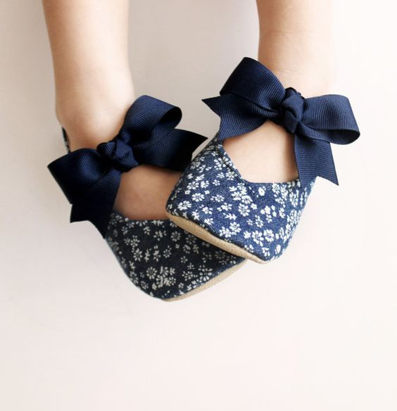 Toddler shoes > girl. Beautiful mary janes in a floral denim pattern. Adorable!