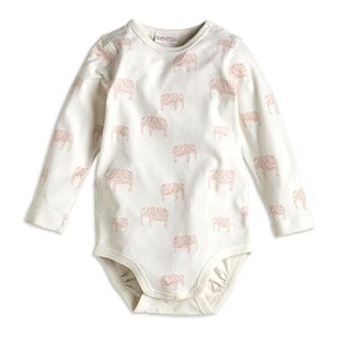 Light pink elephants and the softest organic cotton with slight stretch makes this both cute and comfy.  - Snaps to shoulder and crotch - Print to front and back - Soft organic cotton   Do not dry clean Materials:95% COTTON 5% ELASTANE Item code:7291937 Supplier GOTS lic. no 814660