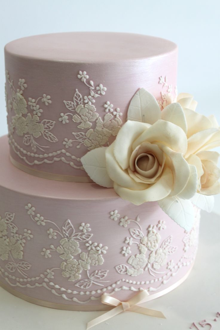 """Faye Cahill Cake Design """"vintage lace"""" ~ Light lavender with ivory detail and a gardenia.  Love the thin  ribbon at the bottom.  Beautiful cake.  ᘡղbᘠ                                                                                                                                                                                 More"""