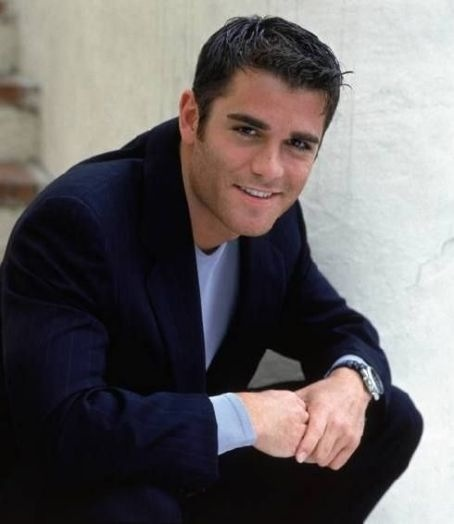 Yannick Bisson is Detective William Murdock - born in Montreal, Quebec of French & English descent, he moved to Toronto when a teenager - his wife and 3 daughters have acted in some of the episodes