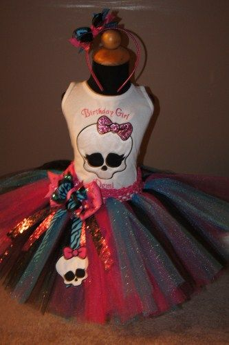 Monster high tutú. I know there has to be someone I know out there who can make this tutu for Morgan.