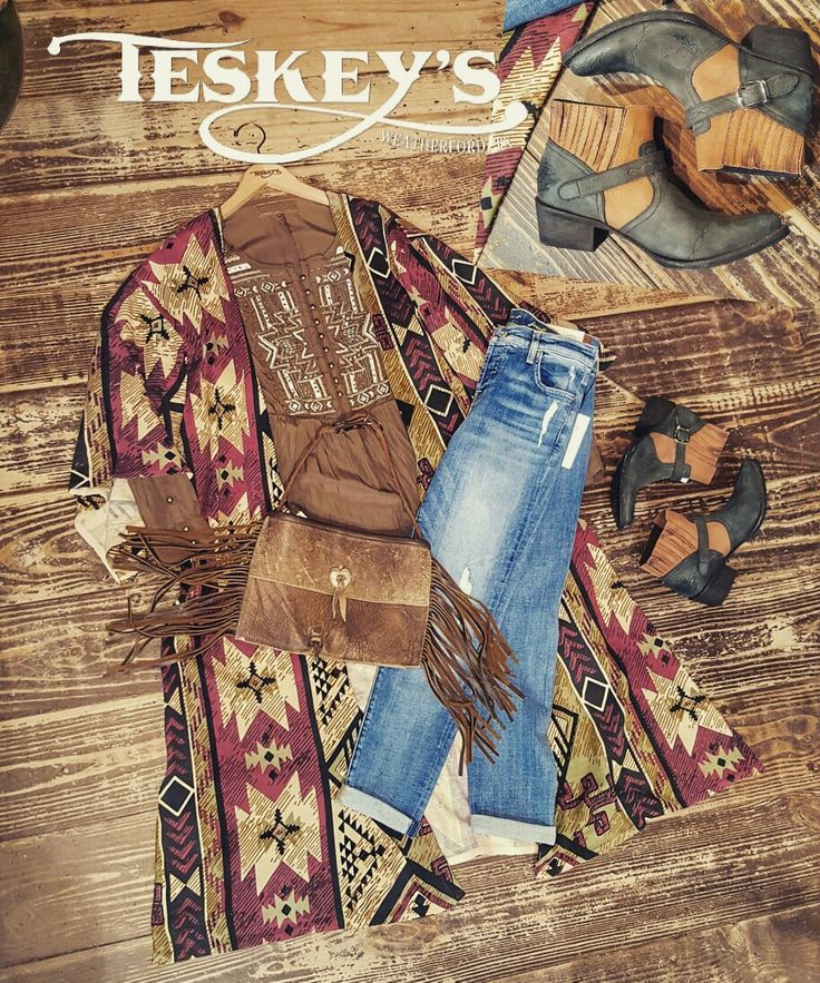 💥 Outfit of the day! Brought to you by Double D Ranch! 😍 ☞ Angelino Kimono $219.99 (S-M) ☞ Yahi Yani Top $179.99 (S-M) ☞ Fringe Clutch/arm bag: $649.99 ☞Old Gringo America: $259.99 💣Message for invoice, visit the website. 💣All sales final. 💣Limited sizes.  #Teskeys #boutique #DoubleDranch #oldgringo #sevenformankind #Boots #cowgirl #westernfashion #vintage #retrofash #trending #stylewatch #fashion #fashionboutique #boutiquefashion #instyle