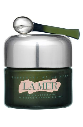 La Mer 'The Eye Concentrate' utilizes three unique forms of Miracle Broth to deeply condition, smooth and hydrate the delicate eye area. It significantly reduces the appearance of dark circles, lines and wrinkles for a luminous new life.  Fortified with an iron-rich mineral, The Eye Concentrate dramatically dissolves the appearance of dark circles.