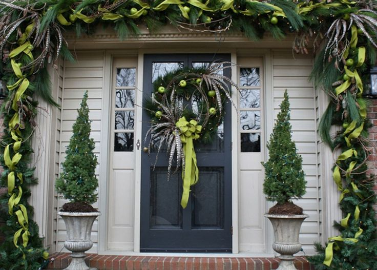 pinterest christmas 2013 decorations | ... Determine the Right Christmas Decorations : Christmas Door Decorations: The Doors, The Holidays, Decor Ideas, Front Doors Colors, Paintings Colors, Christmas Doors Decor, Garlands, Christmas Decor, Front Porches