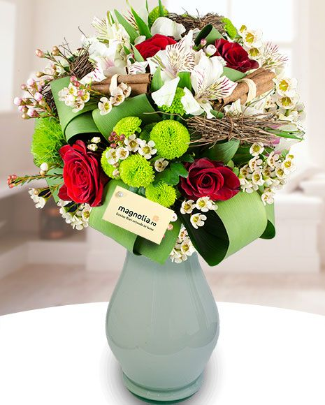 Buchet de iarnă cu trandafiri crizanteme si alstroemeria  Winter bouquet with roses, chrysanthemums and Peruvian lilies