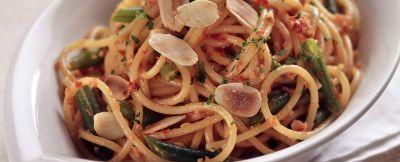 Spaghetti con Fagiolini e Pesto di Pomodori Secchi - Sale&Pepe