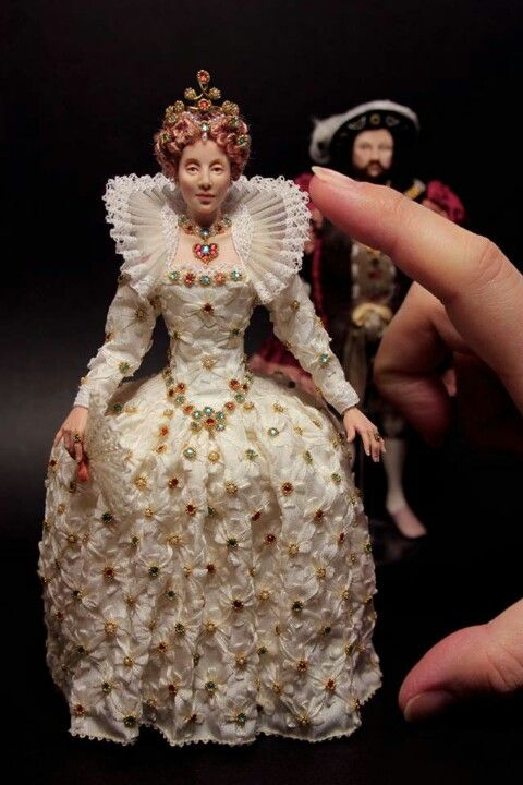 Elizabeth 1st (jt-who's the artist? Great face, beautiful costume but no credit!)